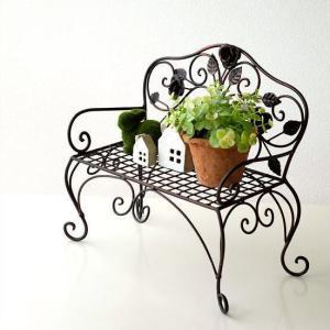 スチールアイアンの小さなベンチ 花やグリーンと一緒に 小物を飾って楽しめます  大切な人形やぬいぐる...