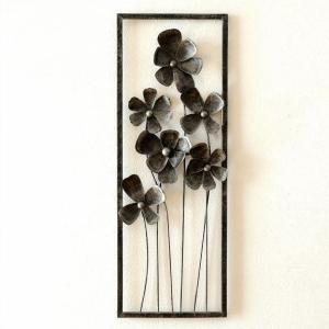 個性的なアイアンの壁飾りは ひなげしのような花のオブジェのフレーム  レトロ風のペイントで シルバー...