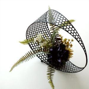 スッキリな円形の中に ガラスベースが収まった おしゃれでモダンな雰囲気の アイアンとガラスの フラワ...