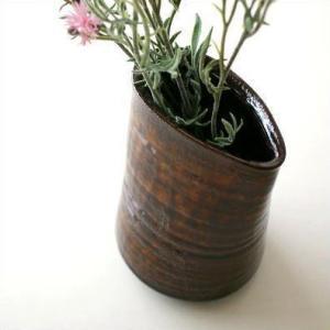 ぽってりした形の瀬戸焼で 飴釉独特の色合いと 線刻唐草の地模様が付いている古瀬戸風  お庭の和花や ...