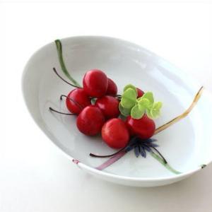 毎日の食卓に華やかさを添えるプレート 色々と使えるプレートは メインのおかずはもちろん、サラダやカレ...