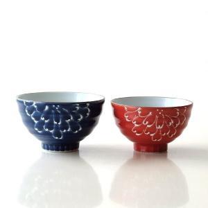 紺と朱赤のペアの夫婦茶碗は 一珍技法で菊が描かれています  前後に菊が描かれていて 白い一珍の発色が...