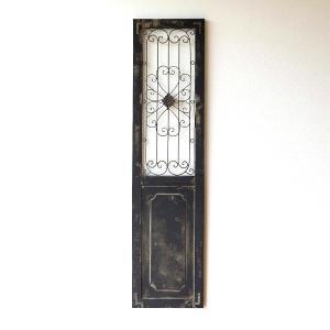 シャビーなウッドとアイアンの ドアーを模した壁掛は 比較的厚みが薄く 扱いやすい、ドアー飾りです  ...