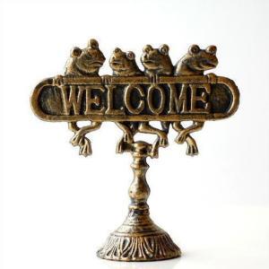 アンティーク風ゴールドの ウェルカムの置物です  にこやかなカエルが 玄関でお出迎え なんだか、うき...