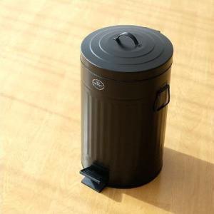 ペダルを踏んで蓋が開く トラッシュ缶です 艶の無いブラック塗装で スタイリッシュに決まっています  ...