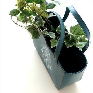 バッグの形のプランターです アンティーク風で 錆びや摺れなどを付け すぐに、ガーデンに馴染むような ...