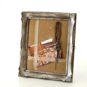 ポストカードを挟んだり アクセサリーをピン押しで飾ったりできる アンティークなディスプレイフレームで...