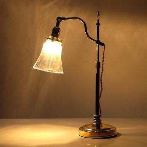 ゴールドの支柱を上下させて 高さを変える事が出来るランプです  小ぶりのガラスのシェードが 街灯のよ...