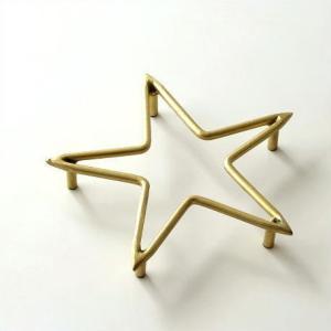 鈍い輝きが魅力の真鍮 レトロな風合いは そこにあるだけで おしゃれ空間になりそう。  星の形が可愛い...