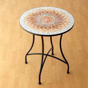 ヨーロピアンなイメージの 石畳のようなモザイクの ガーデンテーブル  ナチュラルなアースカラーは 何...