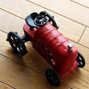 置物 車 インテリアオブジェ レトロ アイアン雑貨 赤いトラクターのオブジェ|gigiliving