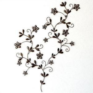 蔓花のような小さな花で 動きのあるデザインが可愛い壁飾り 2枚組なので掛け方で色々表情が変わって と...