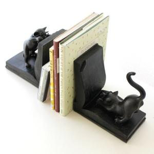ほのぼの可愛い本立て めがねがお似合いのネコさん  なにやら一生懸命学習中 見ていて楽しくなるブック...