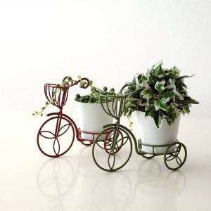 小さなサイズの三輪車 白いアイアンのポットが付いていて 花ポットや多肉ポットを入れて 棚や窓辺に置く...