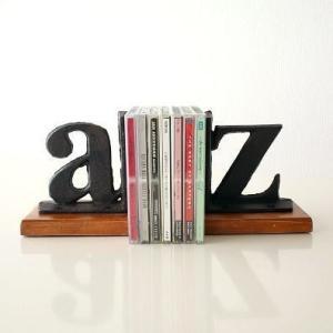 アイアンのaとzが アンティーク風でとてもいい味出してます  CDや本をたててお洒落なインテリアに ...