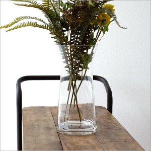 透明なガラスベースは 季節のグリーンや花などの 茎まで楽しめるベースです  プレゼントの花束なども ...