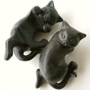 睡れん鉢や花鉢等にぶら下がる子ネコです  いたずらが大好きな子ネコの仕草が とても可愛いいです  ネ...