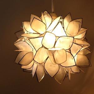 ペンダントライト カピス おしゃれ ナチュラル かわいい シーリングライト 花 フラワー 可愛い カフェ リビング インテリア カピスロータスハンギングランプ|gigiliving