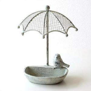 シャビーなアイアンの小鳥の餌台です 傘の下に小鳥がとまった 可愛いフォルム  ベランダや軒下に置いて...