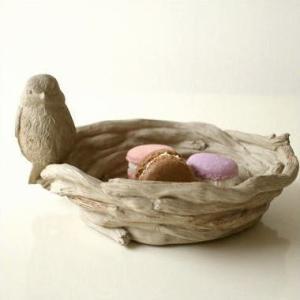 小鳥が止まった鳥の巣の小物入れです  子供たちのおもてなしに こんなトレイにお菓子を入れたら 喜ぶ顔...
