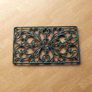 ブートジャックと呼ばれる アイアンの砂落としマットです  アンティークな青銅色のアイアンマットは重量...