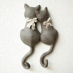 壁掛けフック ウォールフック 猫雑貨 ネコ ねこ 壁掛け キーフック 帽子掛け 鍵掛け アジアン雑貨 かわいい アンティーク レトロ ペアネコのテールフック リボン|gigiliving