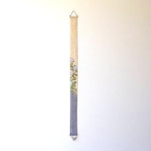 四季折々の草花や 日本の風景を描いた細長タペストリー 季節を感じながら 何本か組み合わせて飾ってみた...