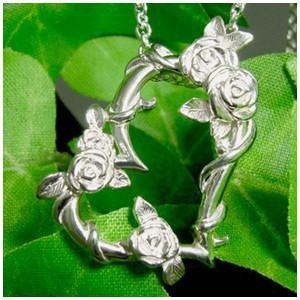 薔薇に包まれたハートのシルバーネックレスローズ シルバー|ginnokura