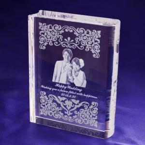 【お届け2週間】 ブック型クリスタル 写真・オリジナルメッセージ彫刻 【彫刻代込み】|ginzagift