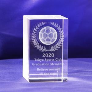 【お届け2週間】 記念品、卒団、メッセージ彫刻3D立体 サッカーボール クリスタルペーパーウェイト【彫刻代込み】 50x80mm