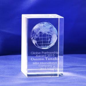 【お届け2週間】 記念品、ノベルティ メッセージ彫刻3D立体地球クリスタルガラスブロック【彫刻代込み】 50x80mm|ginzagift