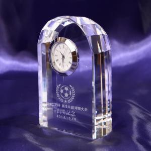 メッセージ彫刻 アーチ型クリスタル置時計シルバー 記念品 新築 退職 還暦 【名入れ代込み商品】