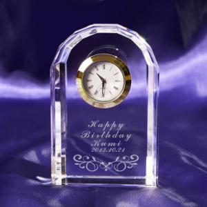メッセージ彫刻 アーチ型クリスタル置時計ゴールド 記念品 新築 退職 還暦 【名入れ代込み商品】