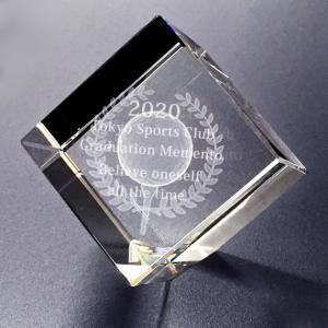 【お届け2週間】 記念品、メッセージ彫刻3D立体ゴルフ クリスタルペーパーウェイト【彫刻代込み】 圧角50mm斜め置き|ginzagift