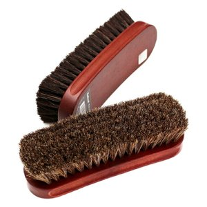 柔らかく弾力性に富んだ馬毛を豊富に使用した馬毛ブラシ(靴 ブラシ)です。 幅広い素材や製品のお手入れ...