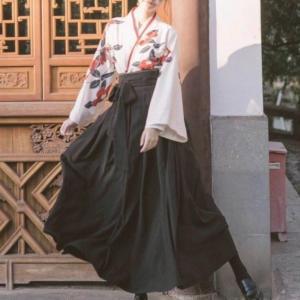 商品説明  セット内容:上着 スカート   素材:ポリエステル  色:ブラック、レッド。  サイズ:...
