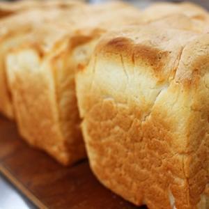 グルテンフリーの米粉を使ったパン用ミックス粉です。小麦アレルギーの方でもお召し上がりいただけます。ホ...