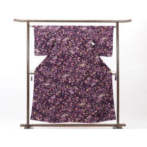 正絹の紫地の紅型調の小紋着物です。上質なちりめん地に沖縄の伝統工芸である紅型調で染めたもので(本紅型...
