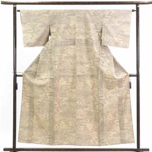 正絹のベージュ地の単衣真綿紬着物です。結城紬のような真綿の先染紬でカジュアル用途にお召しいただけます...