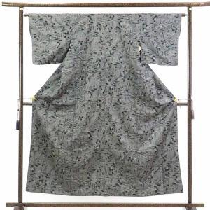 正絹の黒地の袷村山大島紬着物です。黒地に白の先染絣でカジュアル用途にお召しいただけます。身長150c...