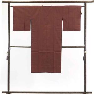 正絹の茶色地の単衣仕立て雨コートです。撥水加工をした明るい正絹生地でバッグの中に一枚入れておけば急な...