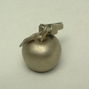 リンゴのクロスウェイト(ピューター) goldsmith-dab