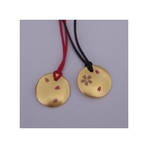 木製ペンダント「月にさくら」ゴールド(京くみひもモデル)|gomei