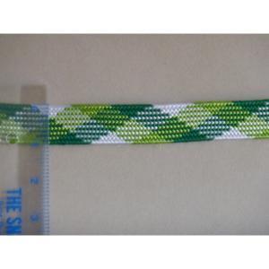 450〜500デニールのレーヨン糸を2本合わせを1錘として1色が11錘、3色の合計33錘の機械で作っ...