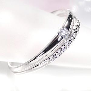 ☆二列に並んだプラチナアームに、7石、トータル0.1カラットUPの照りの良いダイヤモンドをセット。 ...