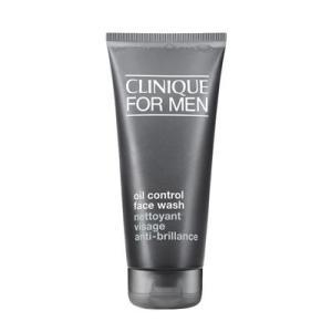 リキッドタイプの洗顔ソープ。 肌に必要な潤いを奪うことなく、汗や皮脂の汚れをすばやく落とします。 洗...
