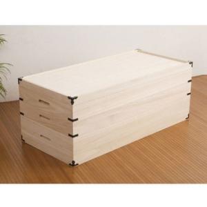 着物をたとう紙ごとしまえるサイズの衣装箱。 桐は湿気を吸収し、湿気の少ない時には空気の通りがよくなる...