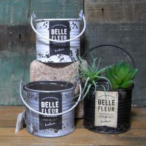 お庭のガーデニングアイテムにおすすめな古紙風ラベルのブリキ缶です。古紙風ラベル、錆び加工、モノトーン...