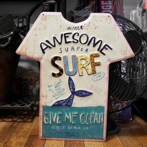 アンティーク エンボス プレート Awesome Surf シャツ ブリキ看板 インテリア|goodsfarm