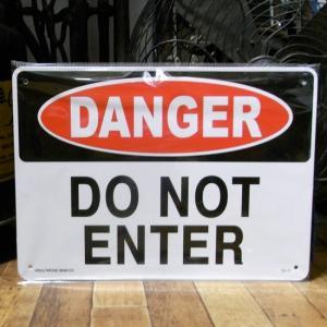 危険 立入禁止 DANGER DO NOT ENTER プラスチック サインプレート|goodsfarm